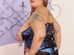 Big tits chubby tattoo brunette in blue corset drills - Picture 4