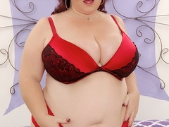 Chubby brunette in net dress and red lingerie handles - Picture 2