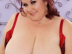 Chubby brunette in net dress and red lingerie handles - Picture 5