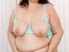 Dark hair chubby babe in glasses and green negligee - Picture 6