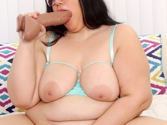 Dark hair chubby babe in glasses and green negligee - Picture 8