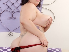 Juicy chubby dark hair babe in black and red lingerie - Picture 9