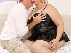 Hot tits chubby blonde in black works cock with mouth, - Picture 1