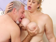 Hot tits chubby blonde in black works cock with mouth, - Picture 3