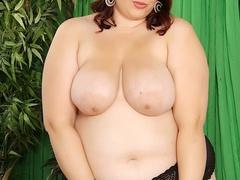 Pretty brunette in black lingerie flaunts creamy booty - Picture 4