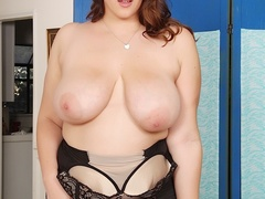 Pretty fresh chubby brunette in black negligee flaunts - Picture 5