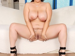 Pretty fresh chubby brunette in black negligee flaunts - Picture 10