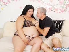 Dark hark chubby babe leopard print lingerie blows and - Picture 1