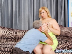 Sexy big blonde in green gives tits job and blow job - Picture 2