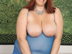 Hot plump chick in blue negligee and black stockings - Picture 3