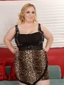 Curvy chubby blonde in leopard print - Picture 1