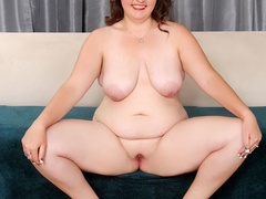 Plump brunette drops black and blue lingerie to pose - Picture 9