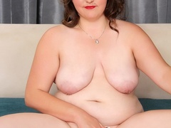 Plump brunette drops black and blue lingerie to pose - Picture 11