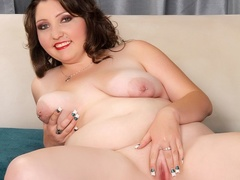 Plump brunette drops black and blue lingerie to pose - Picture 12