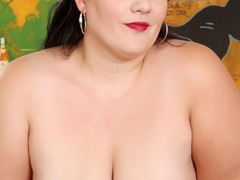 Big dark hair mama in grey dress and red lingerie - Picture 4