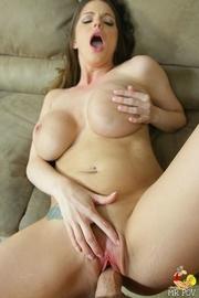 hot curvy brunette gets