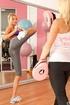 Pretty curvy blonde gym girl shows pointy sweet…