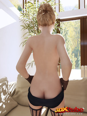 Short haired blondie shows off her nice bod on living - Picture 2