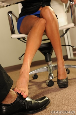 Pretty girls with dainty feet give foot  - XXX Dessert - Picture 7
