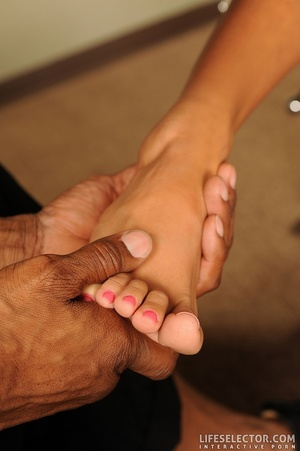 Pretty girls with dainty feet give foot  - XXX Dessert - Picture 8