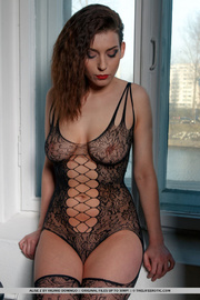 nude-curvy-slutty-women-nylon-clad-girls