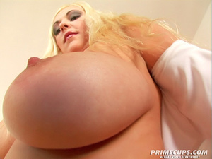 Blonde girl gets her holes filled with h - XXX Dessert - Picture 2