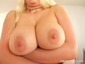 Blonde girl gets her holes filled with h - XXX Dessert - Picture 4