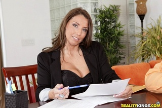 MILF with big tits Stacie Starr gets titfucked and takes pecker in mouth № 114449 бесплатно