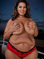 Gorgeous plus size chick strips off her red and white - Picture 5
