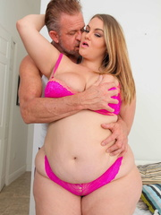 Smoking hot plomper pose her super sized body in pink - Picture 8