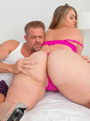 Smoking hot plomper pose her super sized body in pink - Picture 9
