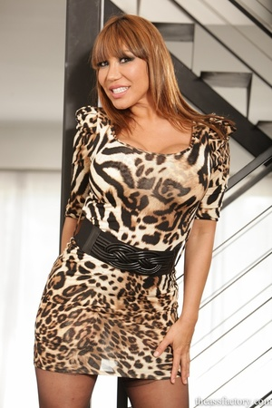 Hunky brunette wearing a leopard printed - XXX Dessert - Picture 1