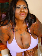 Super sized ebony displays her gigantic body before she - Picture 2