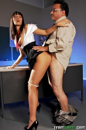 She didn't quite understand his lesson, so he decided to show her hands on - XXXonXXX - Pic 5