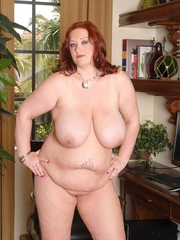 Redhead plumper takes off her purple blouse and expose - Picture 5