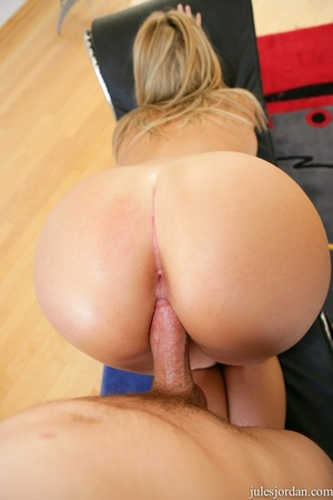 Hot blonde babe gets her pussy eaten and - XXX Dessert - Picture 11