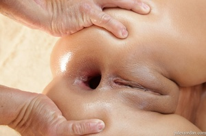 Tanned exotic babe gets an oil change fu - XXX Dessert - Picture 18