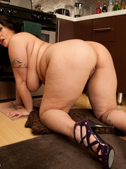 Plus size houswife teases her bald hubby with her fat - Picture 8