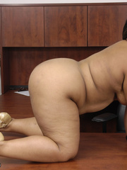 Fat office ebony slowly peels off her white blouse, - Picture 4