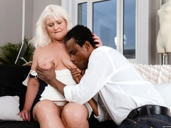 Black guy in white shirt fucks blonde granny on - XXXonXXX - Pic 2