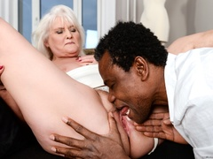Black guy in white shirt fucks blonde granny on - XXXonXXX - Pic 3