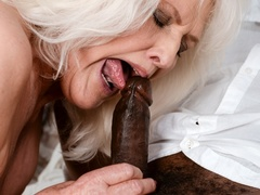 Black guy in white shirt fucks blonde granny on - XXXonXXX - Pic 5