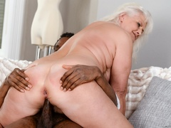 Black guy in white shirt fucks blonde granny on - XXXonXXX - Pic 6