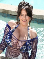 Beautiful brunette in blue swimsuit soaks herself - XXXonXXX - Pic 3