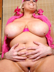 Steaming hot plumper lets a hunk dude suck her giant - Picture 15
