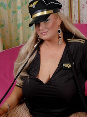 Fat police hottie in black hat, uniform, stockings and - Picture 1
