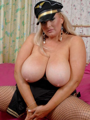 Fat police hottie in black hat, uniform, stockings and - Picture 4