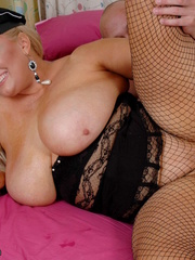 Fat police hottie in black hat, uniform, stockings and - Picture 14