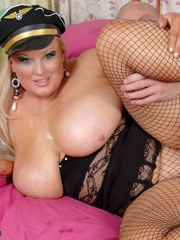 Fat police hottie in black hat, uniform, stockings and - Picture 16