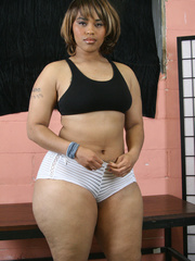 Banging BBW pose her plus size body wearing her black - Picture 1